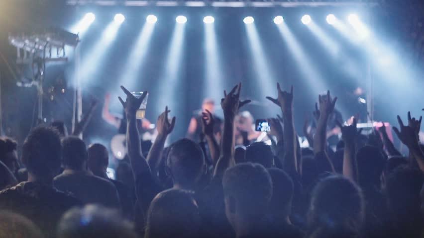 Spettacolo musica live cover tribute band